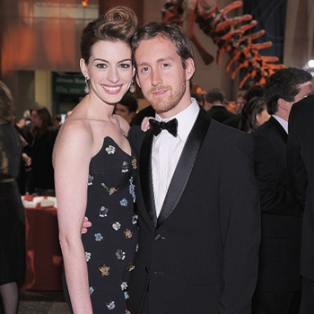 Anne Hathaway Wedding.Newlywed Anne Hathaway Will Donate Money From Wedding Photos To